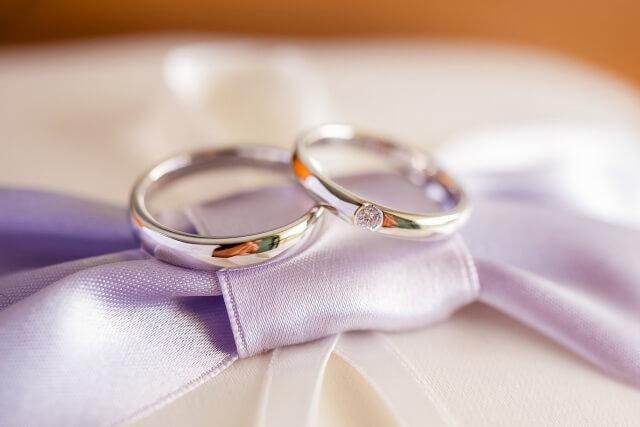 結婚指輪と婚約指輪は両方必要です